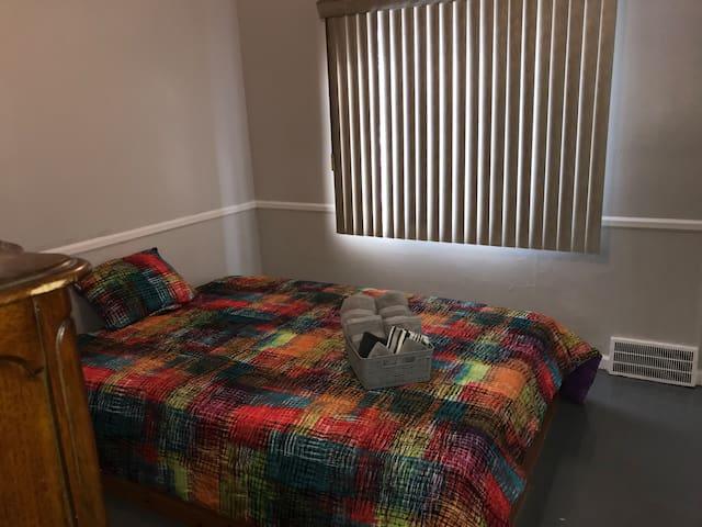 St. John Resident Platform Queen Bed