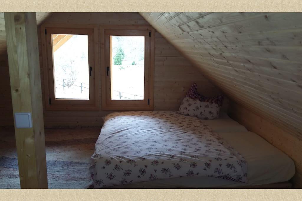 Schlaflager im Obergeschoss für mindestens 4 Leute