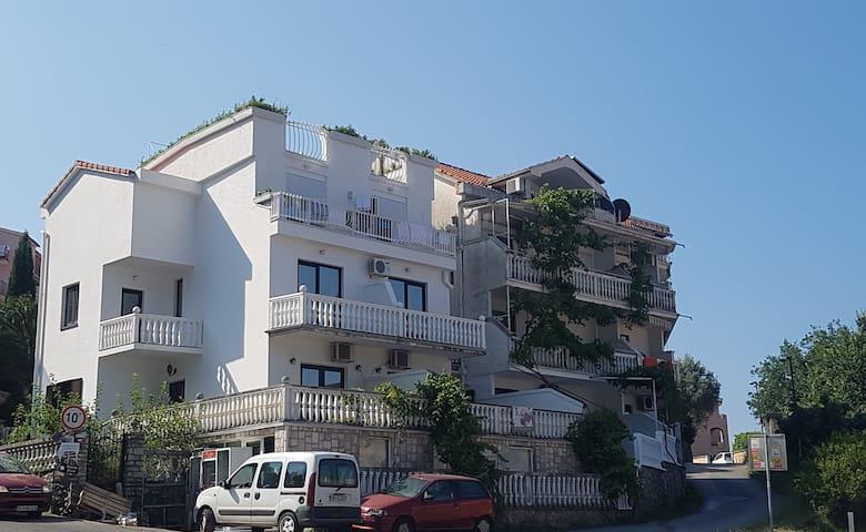 SemiTimeS - R [mit Meerblick für 4+1 Personen] - Budva - Tatil evi