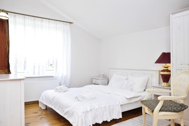 Queen room with shared bathroom - Vilnius - Dům