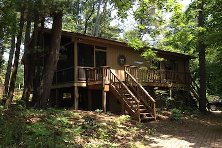 Comfy beach house on Traverse Bay - Elk Rapids