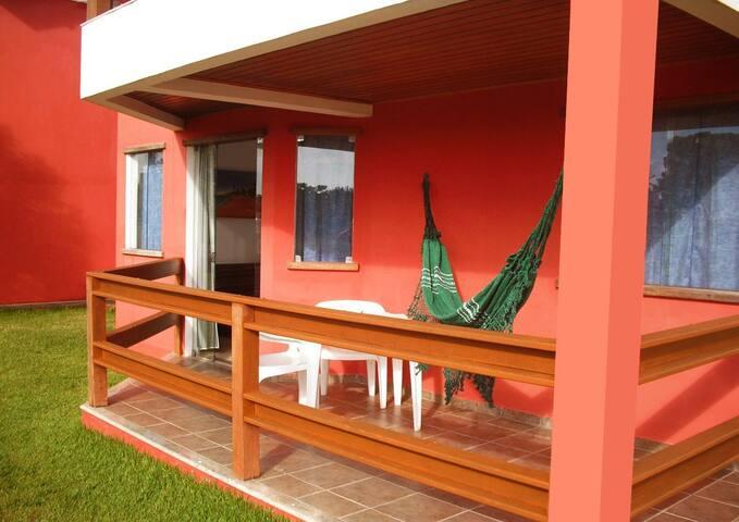varanda e espaço de jardim privativo com rede