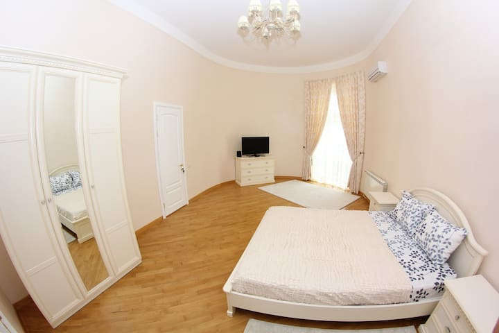 5 bedrooms with huge Livingroom - Odessa - Daire