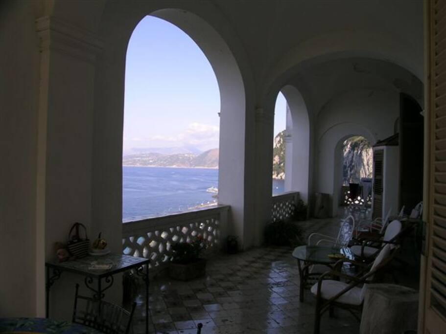 Terrazzo dell'appartamento a picco sul mare...che panorama!!!