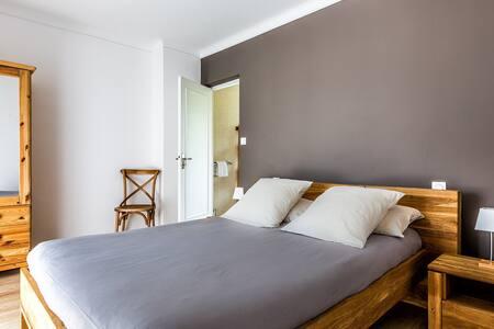 vue chambre grand lit