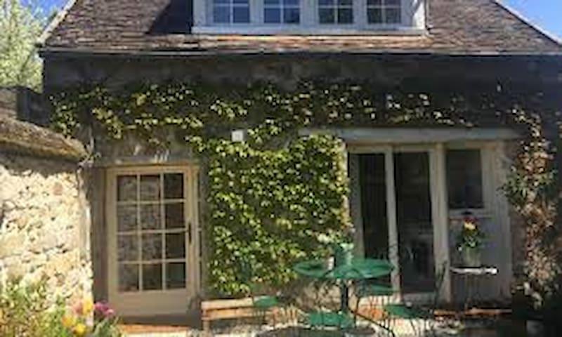 Rosti's Cottage with Garden in Beautiful Village