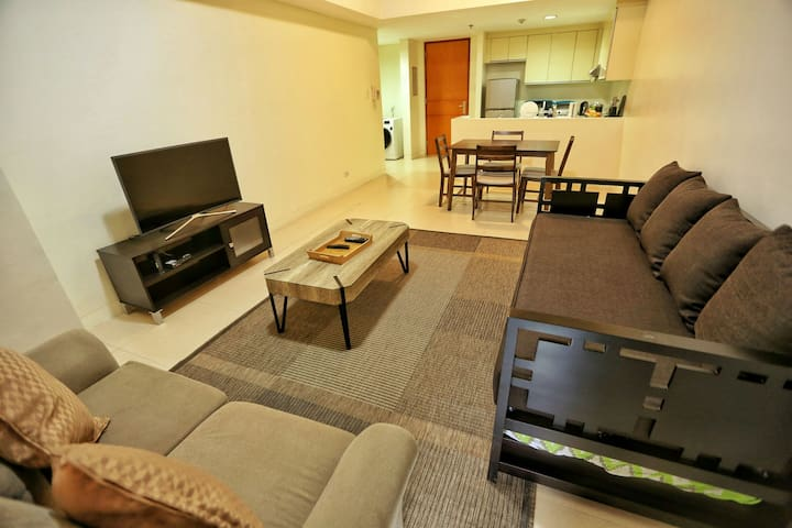 APARTMENT, 25th St, near SM Aura, The fort BGC.