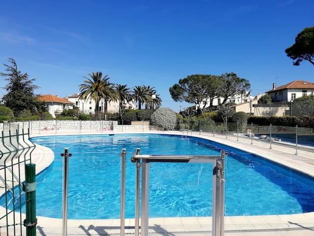 T2 ANTIBES proche mer et ville piscine parking