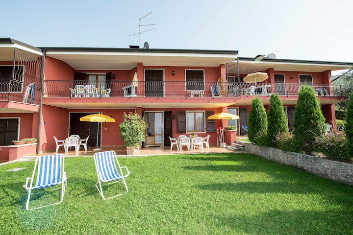 Nice residence on Lake Garda with pool and garden, panoramic position