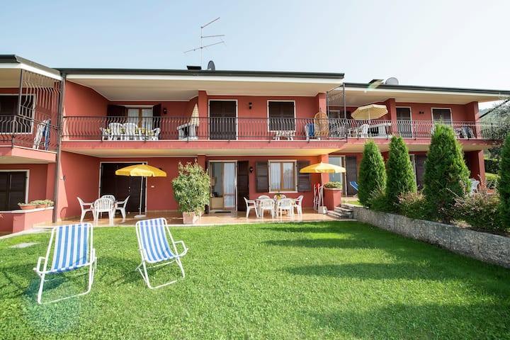 Bel appartement avec piscine à Torri del Benaco