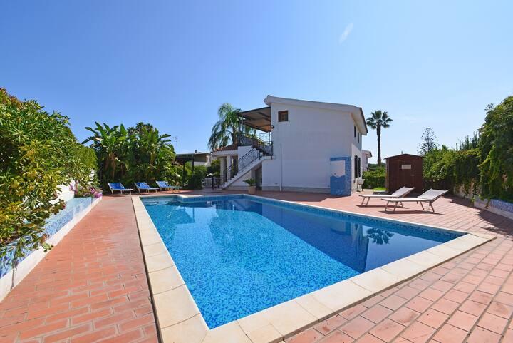 Villa Ilenia - 9 Guests