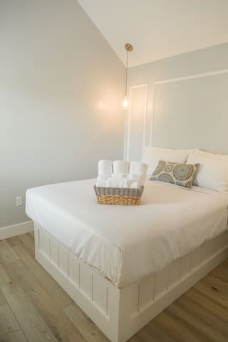 """"""" Great stay!! Comfy beds, cute villas and an amazing community fire!"""" ☆☆☆☆☆ - Taryn & Suzanne  Queen sized bed with luxury linens and four lush pillows with two bed side tables."""