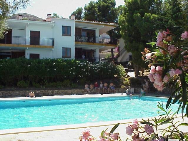 059 Apartment with a terrace and a communal pool - Llançà - Wohnung