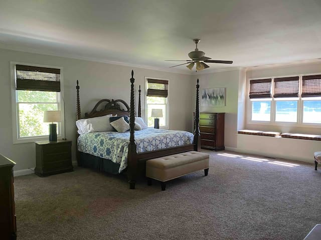 Master Suite - Main Floor