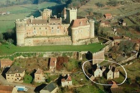 Maison du XVIème au pied du chateau - Prudhomat