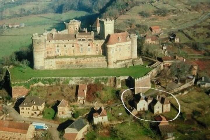 Maison du XVIème au pied du chateau