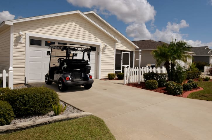 Crabby Cottage 2 - central Villages w/ Golf Cart!