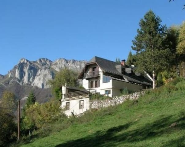 Ferme Grillou  apartment in the French Pyrenees.