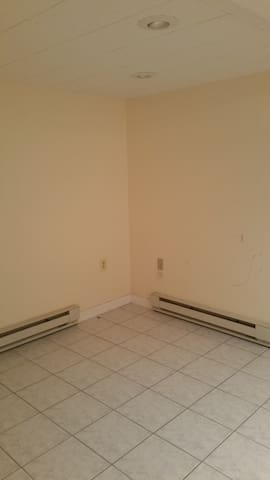 Unfurnished Private Room - Naugatuck