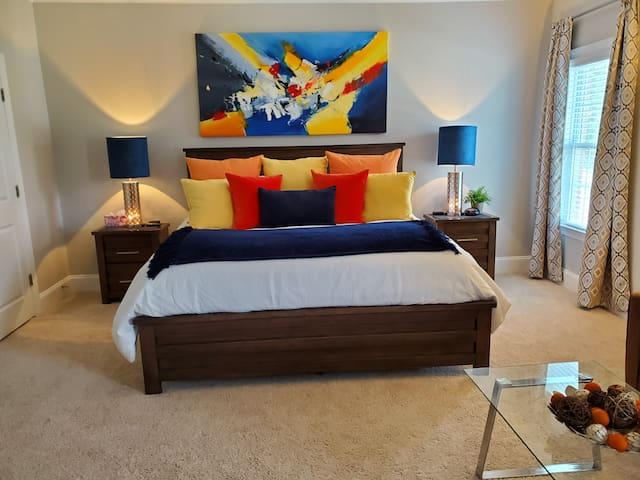 Huge Private King Room ★ Sitting Area ★ Amenities