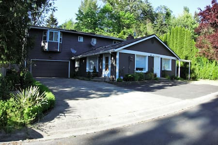 Rejuvenating Retreat near Seattle - Lake Forest Park - Rumah