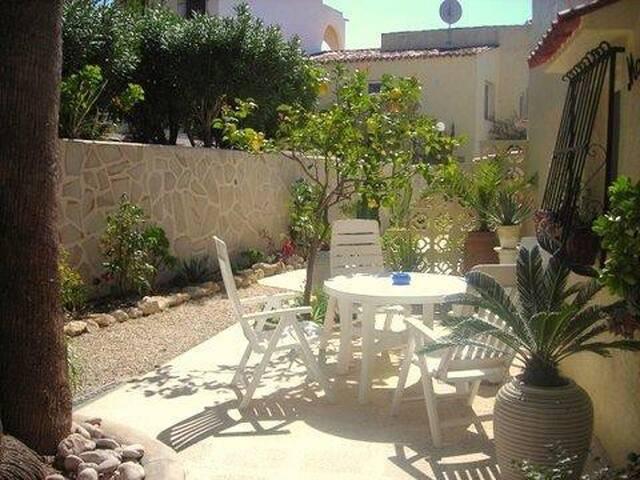 bungalow apartamento con piscina y vistas moraira