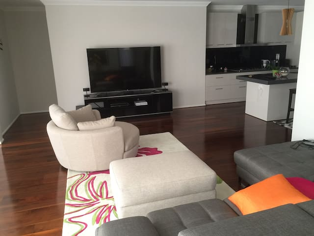Private room, own ensuite in a convenient location - Mount Waverley - Dům