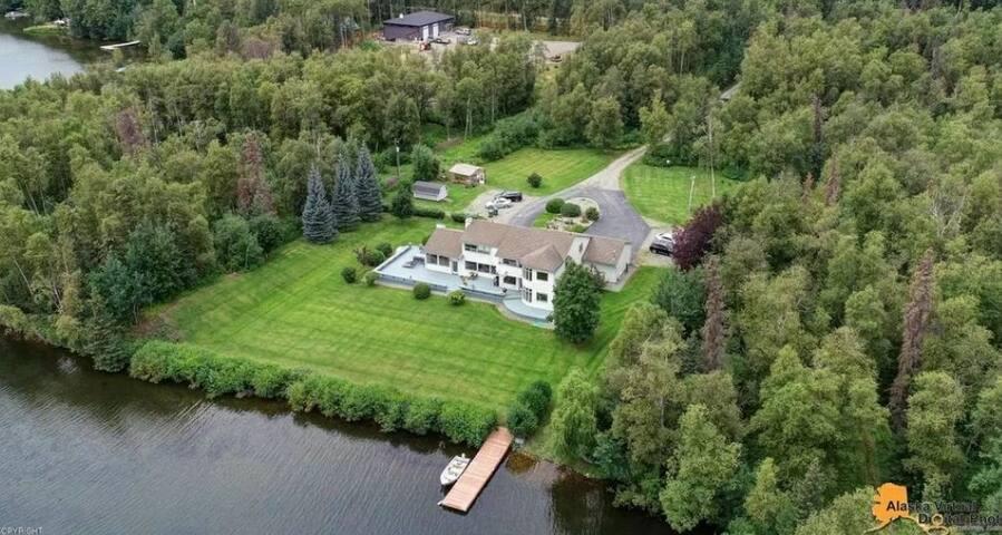 Lexi's Lakehouse, Luxury on Wasilla Lake