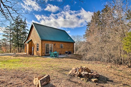 Updated Rural Retreat in New Haven Near Vineyards!