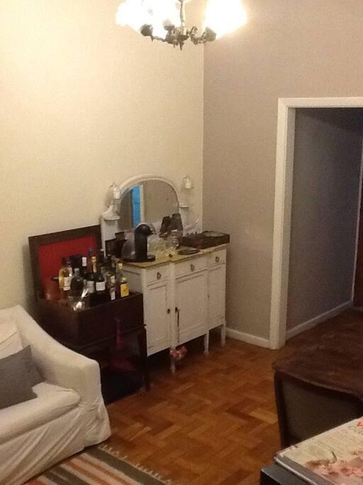 Vista da sala pelo corredor dos quartos