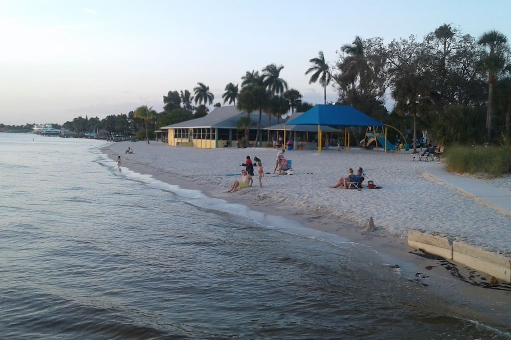 Cape Coral Beach 5 minutes away