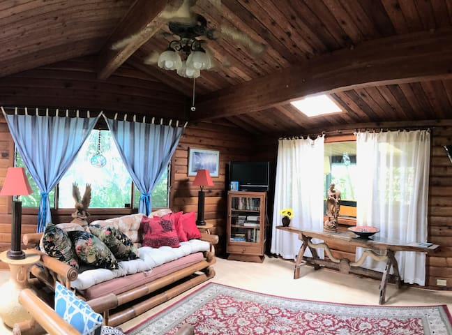 2 Bedroom Self- Contained Cedar Cottage