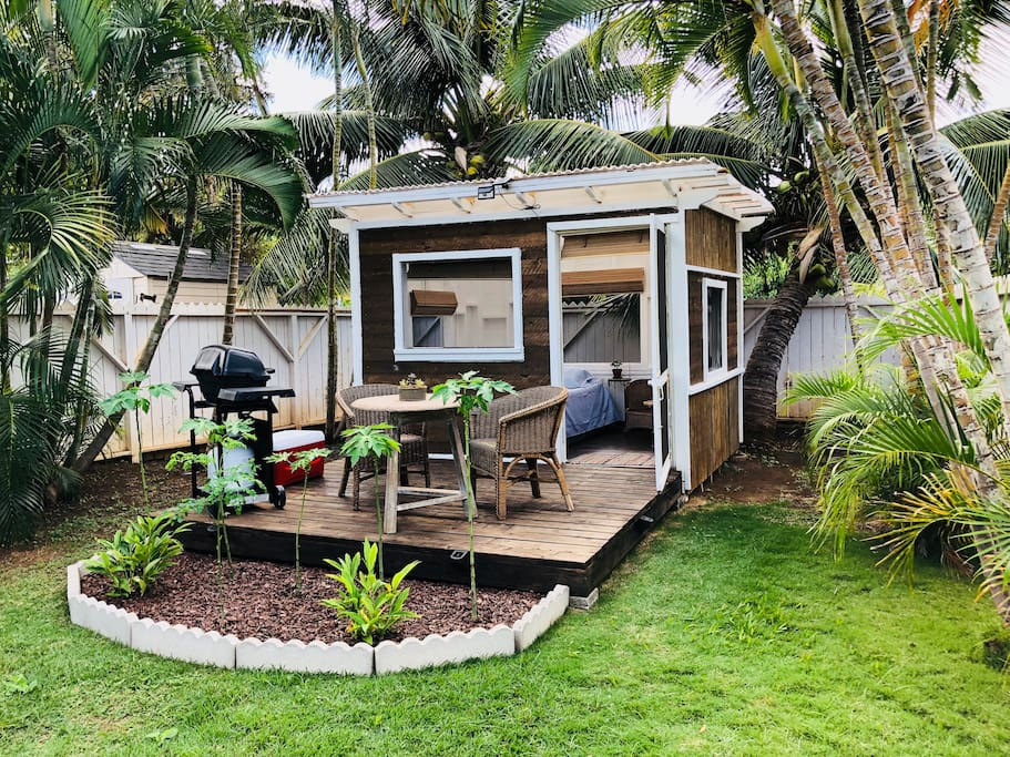 Lanai with eating area and barbecue.