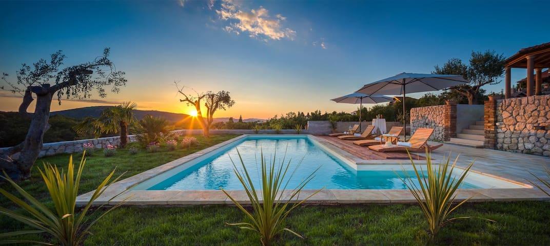 Beautiful Villa Sebenico, in Dalmatia, with a Pool