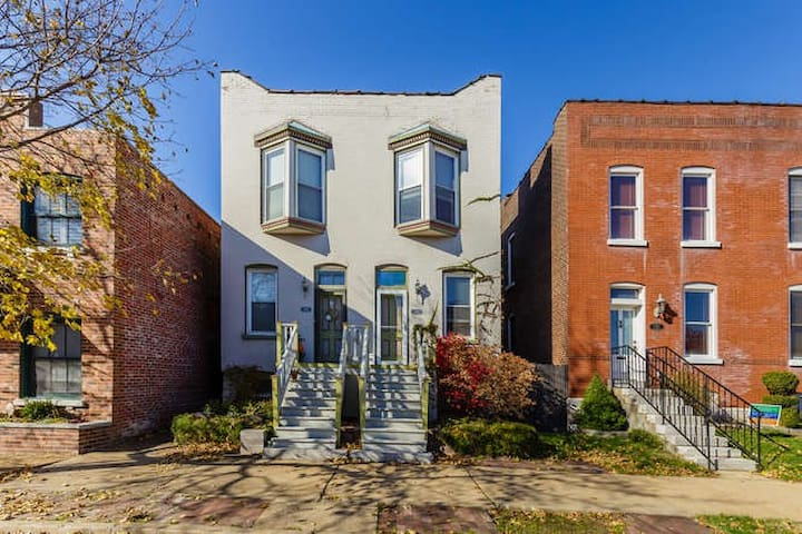 Historic Townhouse in Beautiful Lafayette Square
