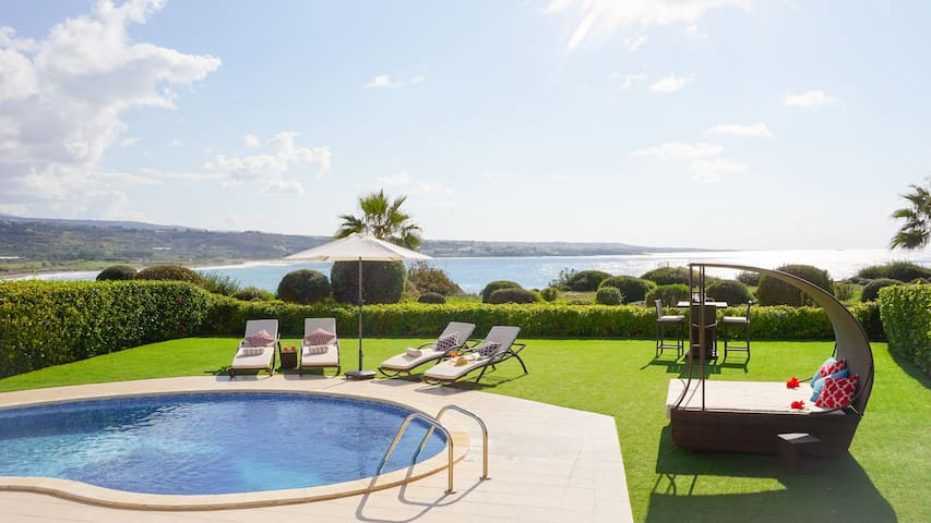 Sea Front Marina Sunrise - Modern and Luxurious Sea Front Villa with Panoramic Views of the Mediterranean, Car Not Necessary