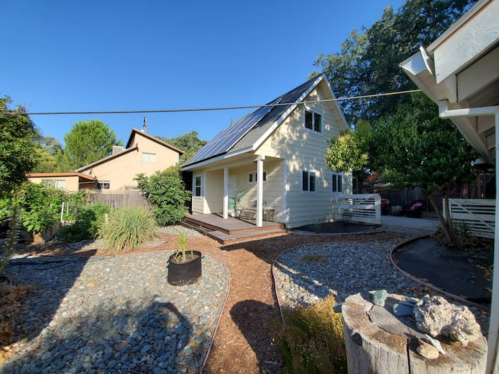 Shasta St Studio Cottage -West Redding