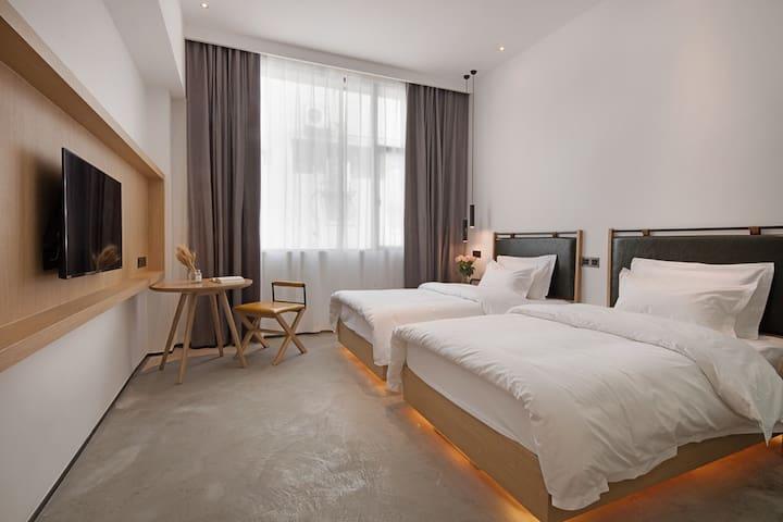 【近未来】美术馆里的旅舍 精酿酒馆&城市天台 旧厂房改造 近太古里 双床房