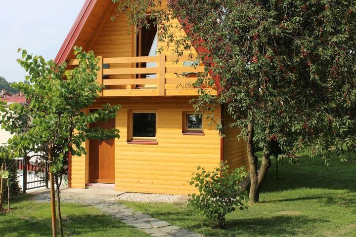 Garden House Oasis - Beautiful Wooden Bungalow
