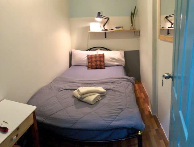 MIKU Private Double room with A/C, Wifi, Near BTS