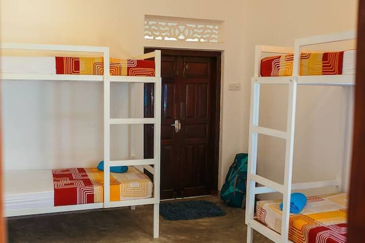 Hostel First - 4 beds female dormitory - Mirissa - Apartamento
