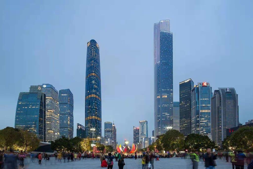 珠江新城CBD,花城广场,西塔,东塔近在咫尺