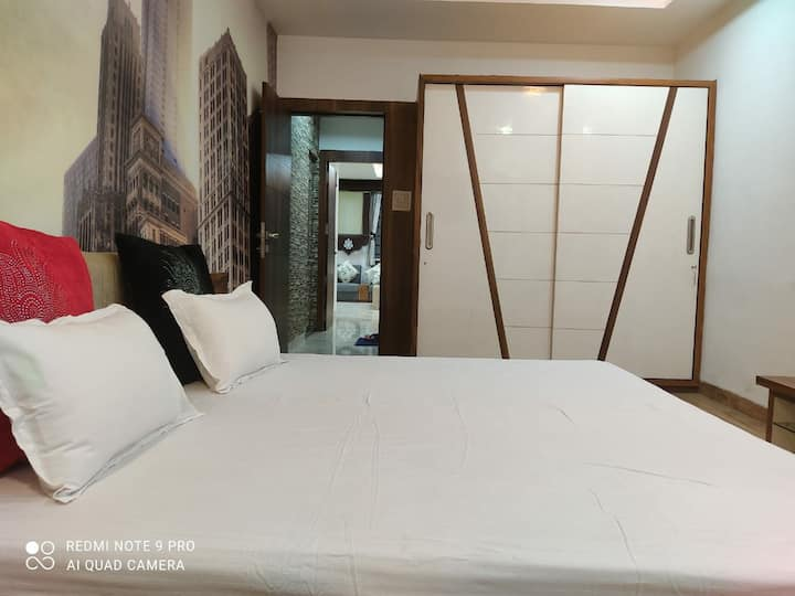 Luxury Home Stay at Villa AC Private Room