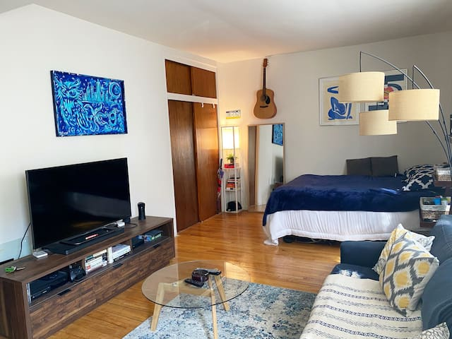 Cozy Studio: Walk to Central Park and Easy Commute