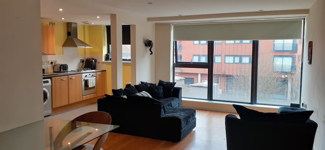 Clean, Spacious City Stay - Free Allocated Parking