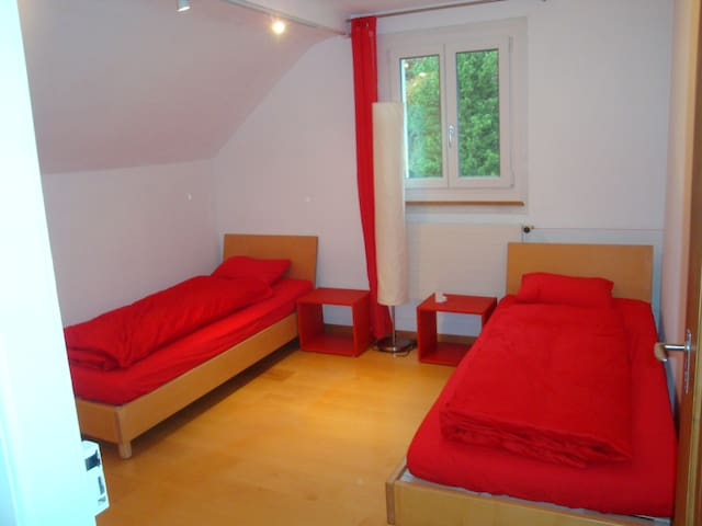 Gem in Wabern - red room - Wabern - House