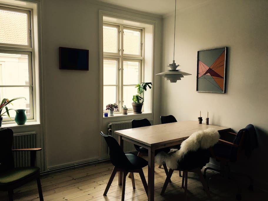 Spiseplads i stuen