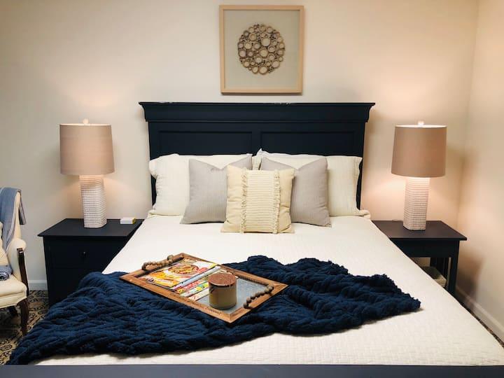 Ridgeside Retreat - Basement apartment w/ Jacuzzi