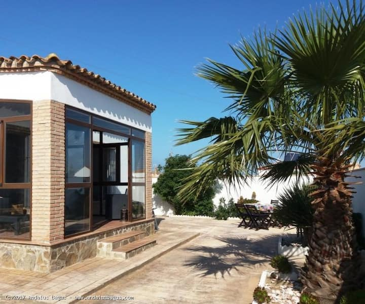 Beautiful furnished chalet, close to beach, garden