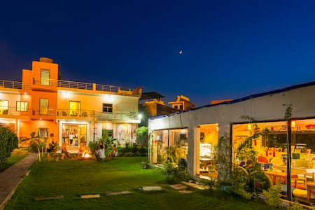 Hostel in Agra - 4 Bed Mixed AC Dorm - Agra